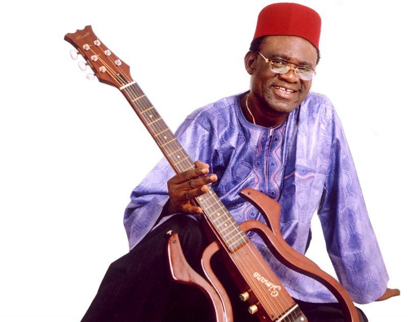 RDC : l'artiste Simaro Lutumba est mort à Paris,81 ans d'âge, 60 ans de carrière, l'immense poète et chansonnier.