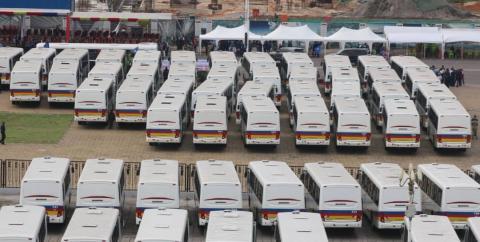 RDC : Le président Tshisekedi a officiellement remis 330 nouveaux bus à la société TRANSCO.