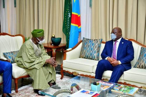 Olesegun Obasanjo partage son expérience avec Félix Tshisekedi.